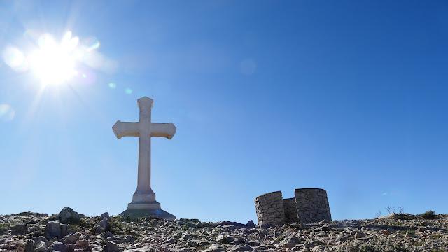 La croix sommitale du Garlaban