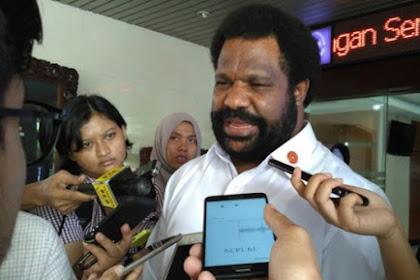 """Kepala Suku Papua Lenis Kogoya Minta Pada Masyarakat Papua :""""Ini kan negara hukum. Kalau terjadi kerusakan, siapa yang membangun ke depan""""."""