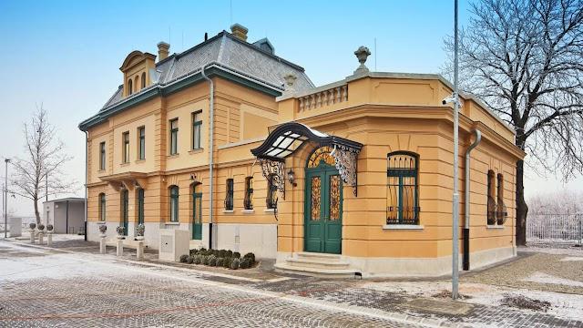 Káprázatos lett a Horthy-kastélyhoz közeli kenderesi vasútállomás
