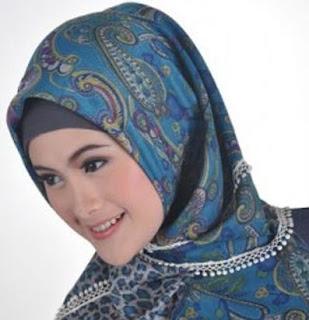 Cara Memakai hijab segitiga yang Menarik dan Unik