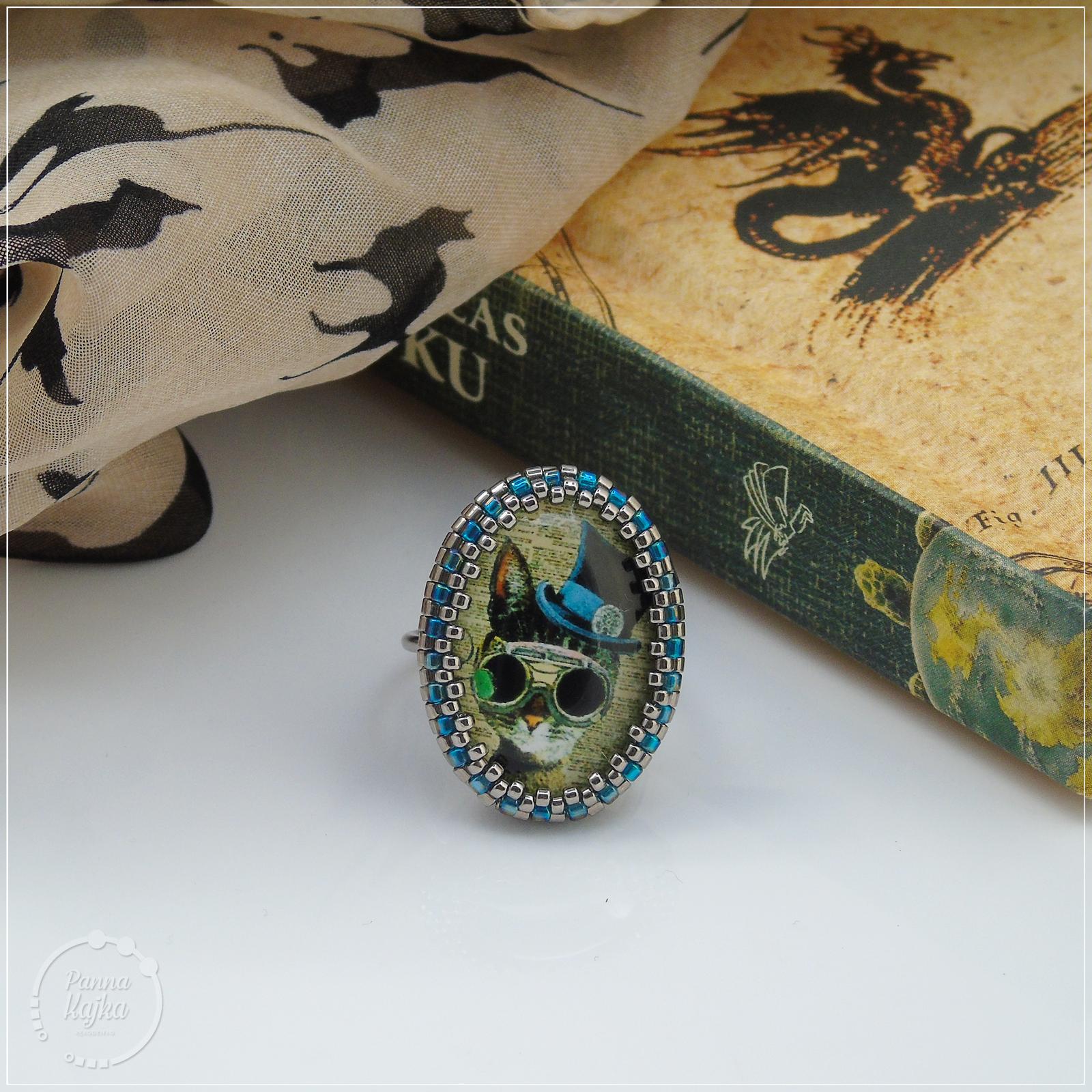 handmade, rękodzieło, biżuteria ręcznie robiona, handmade jewellery, jewelry, pierścionek, ring, handmade ring, beadweaving, beading, beads, koralikowy pierścionek, koraliki, miyuki, toho, kaboszon, kot, cat, steampunk, steampunk cat, cat in hat, toho, miyuki beads, toho beads