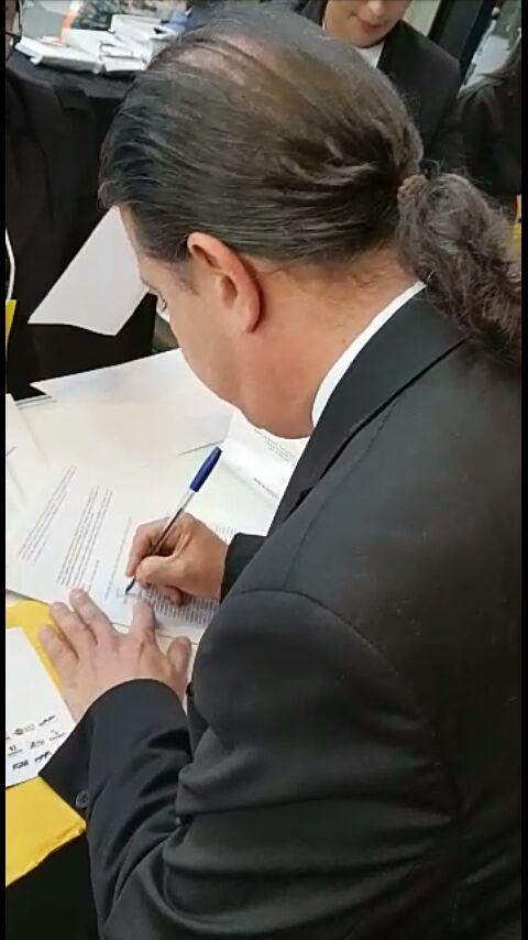 CONQUISTA - Prefeito Fábio Gentil assina em Brasília adesão ao programa federal Internet para Todos