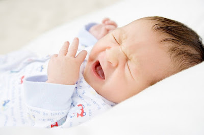 Trẻ sơ sinh bị nghẹt mũi khắc phục thế nào?