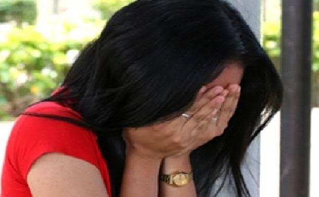 नशीला पदार्थ खिलाकर विवाहिता से दुष्कर्म, ब्लैकमेल कर वसूले तीन लाख