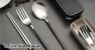 Set Alat Makan merupakan salah satu pilihan isian hampers menarik untuk awal tahun