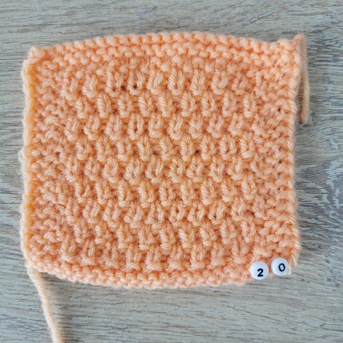 Point de tricot, vue de face, par Chat Tricote Par Ici, Hello c'est Marine