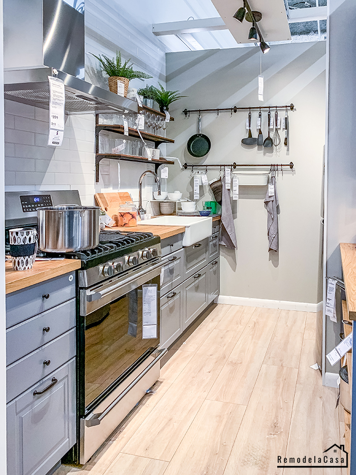 Clever storage in the kitchen with hook racks, open shelving and more