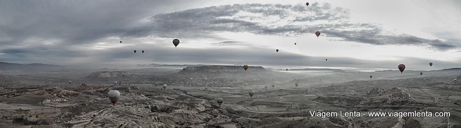 Inúmeras viagens lentas no horizonte da Capadócia