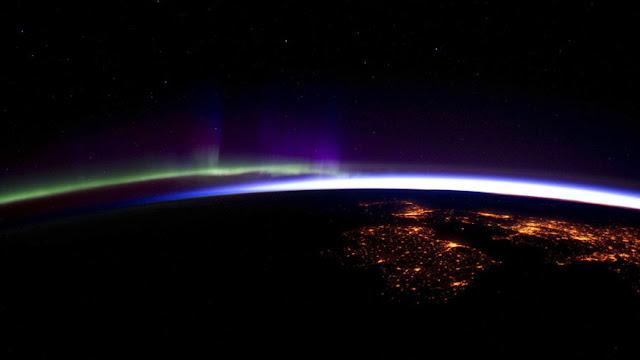 campo magnético superpotente na Terra
