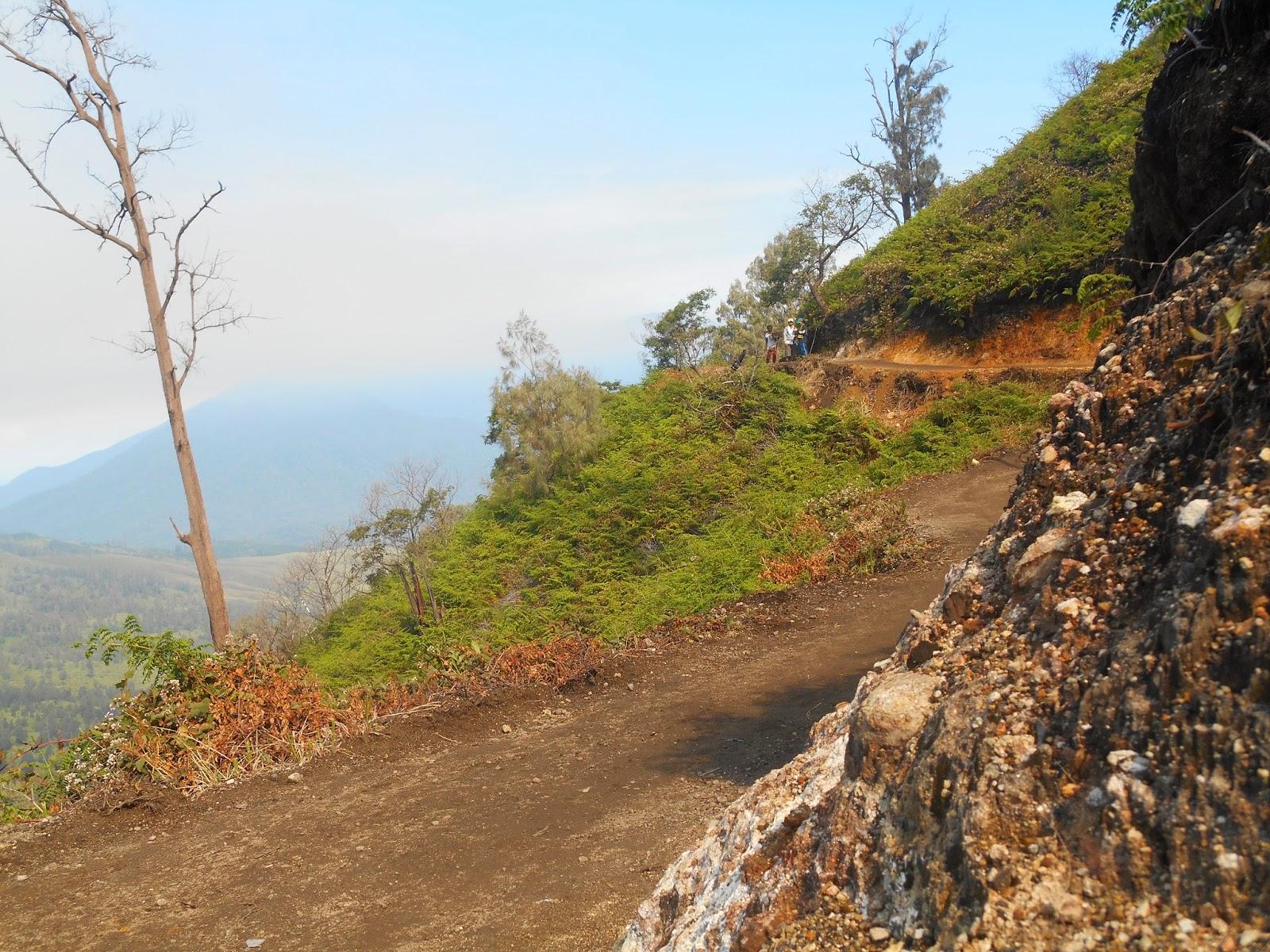 ijen crater hiking trails