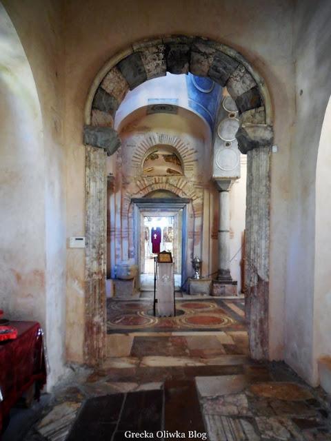 Wnętrze pronarteksu zewnętrznego przedsionka w Nea Moni Chios Grecja