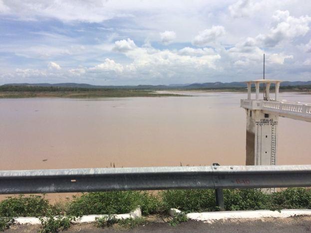 Chuva de 170 milímetros em cidade do Sertão paraibano faz açude de grande porte que estava seco acumular muita água