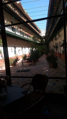 El corral de los Chicharos en la actualidad. Un hotel ocupa sus antiguos partidos y viviendas.