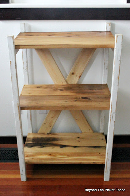 Ladder shelf, barnwood, reclaimed wood, bookshelf, Minwax, Polyacrylic, http://bec4-beyondthepicketfence.blogspot.com/2016/04/easy-ladder-shelf.html