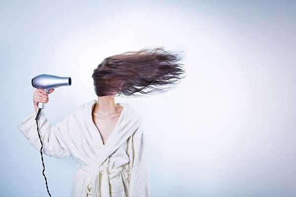 cara melembutkan rambut kasar dan mengembang