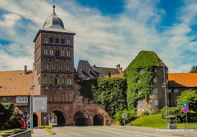 Burgtor, porta medieval em Lübeck, Alemanha
