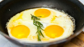 تفسير مشاهدة اكل البيض في الحلم