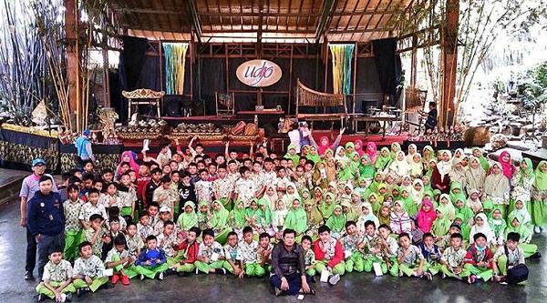 Wisata keluarga dan anak di Bandung Saung Ujo