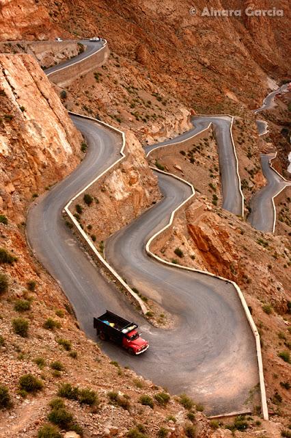 Carretera serpenteada en las Gargantas del Dades