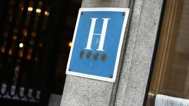 """El sector hotelero de Alicante se muestra """"resignado"""" ante el retraso en la llegada de turistas ingleses"""