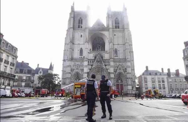 Nantes: Un incendio provoca daños en la catedral gótica de esa localidad francesa