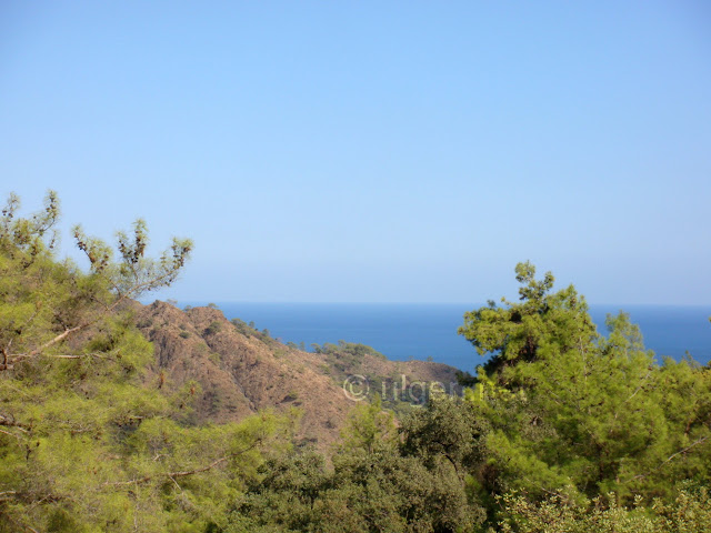 Çıralı bir dağın zirvesindeki Yanartaş'tan (chimaira) Akdeniz manzarası
