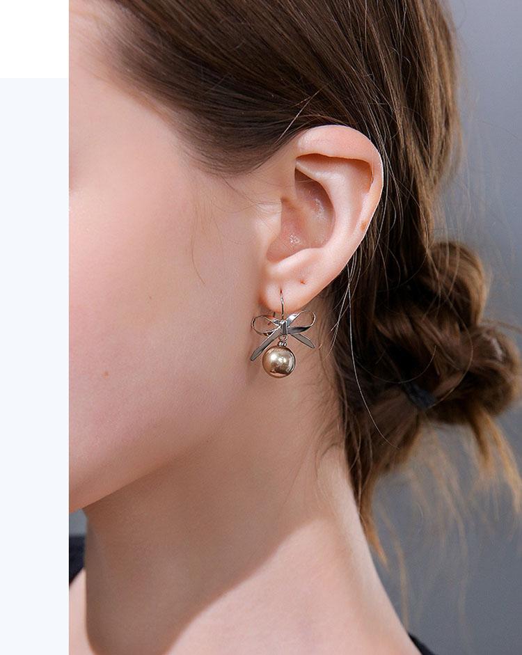 俏麗佳人金屬風蝴蝶結耳環