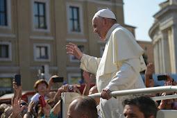 Paus Fransiskus Minta Umat Kristen Tidak Eksploitasi Agama untuk Kepentingan Politik