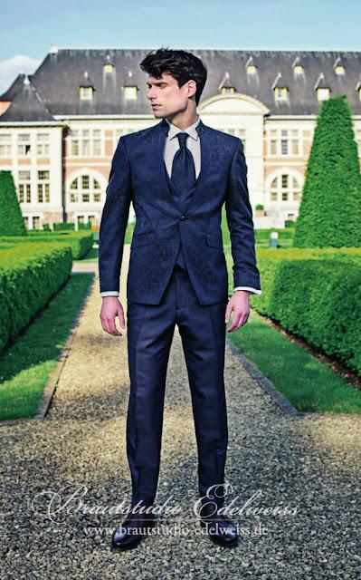 Moderner Anzug für Bräutigam mit Muster mit schlanker Hose, tailliert. Stehkragen Anzug für Bräutigam.