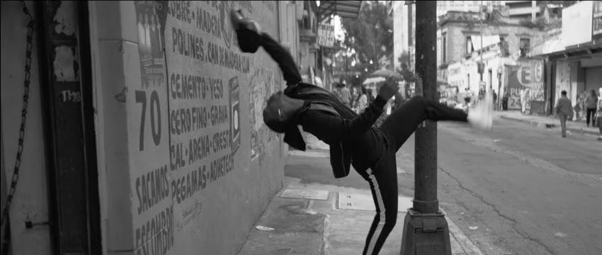 Chi è il ballerino nello spot Apple pubblicità iPhone 7 + AirPods – Passeggiando con Foto - Testimonial Spot Pubblicitario Apple 2017
