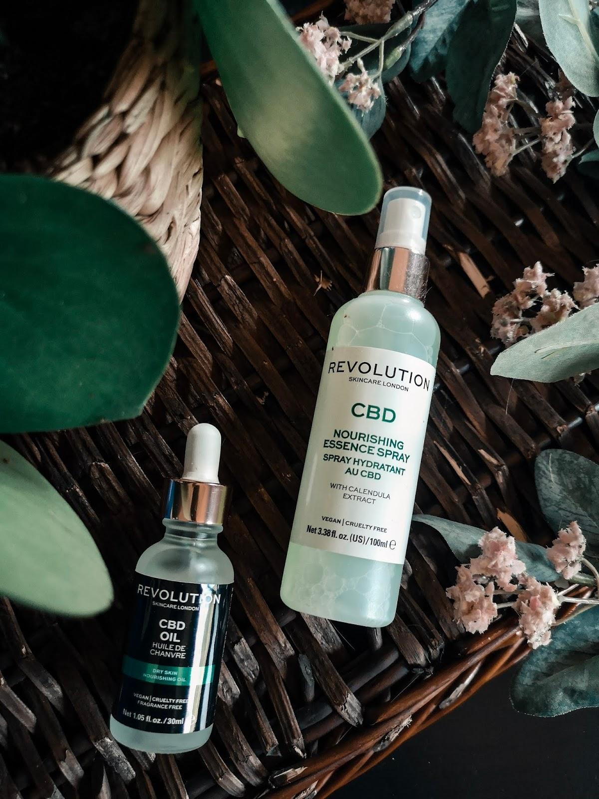 Aceite y spray nutritivo de CBD de revolution Skincare