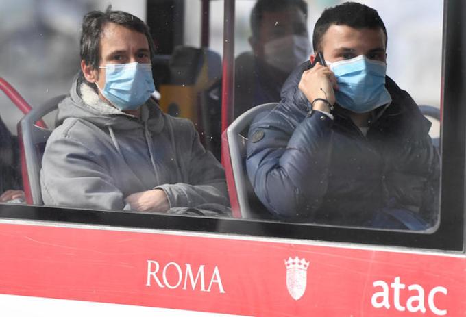 Lazio, positivo al Covid viaggia su treno e bus