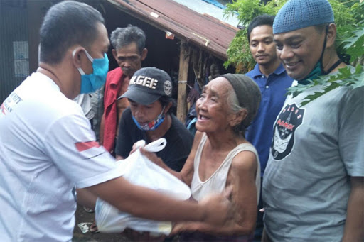 Komunitas Nmax Maros Beri Bantuan kepada Warga Kurang Mampu