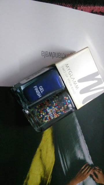 myglamm two of your kind nail polish in midnight blue and confetti