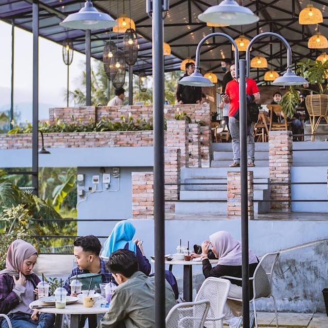 Monstera Cafe Batu Malang