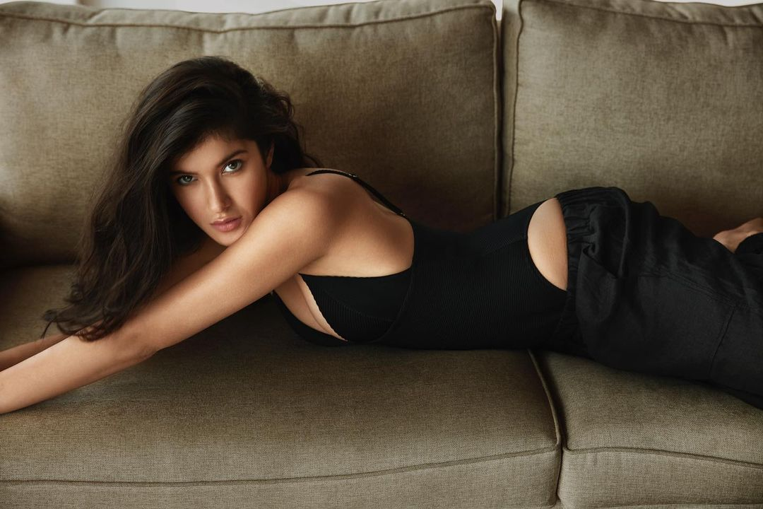 Actors Gossips: Suhana Khan, Khushi Kapoors reaction to Shanaya Kapoor photo in a black bodysuit is aww-some