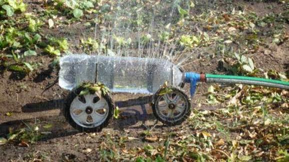Idea para hacer una regadera para el jardín con botella de pet