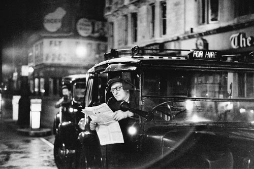 Taxi-driver-reading-Piccadilly-1953