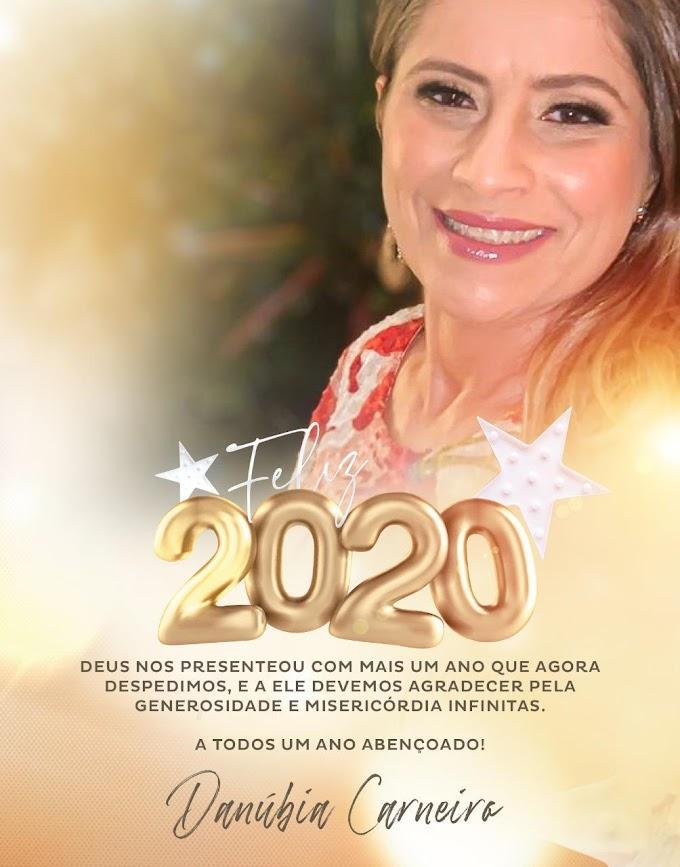 """""""Que em 2020 possamos experimentar todas as promessas de Deus""""; diz mensagem de Danubia Carneiro"""