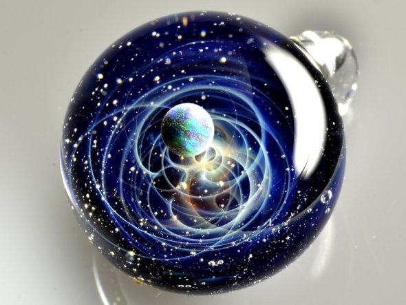 Satoshi Tomizu arte vidro escultura joalheria universos espaço