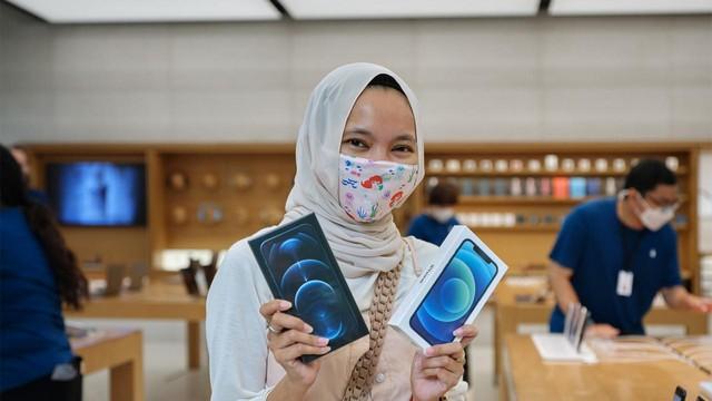 Agnes, Wanita Indonesia Pembeli iPhone 12, Fotonya Ada di Twitter Tim Cook CEO Apple;Mengapa Kemunculan Wanita Indonesia Pembeli Iphone 12 ini Menjadi Viral