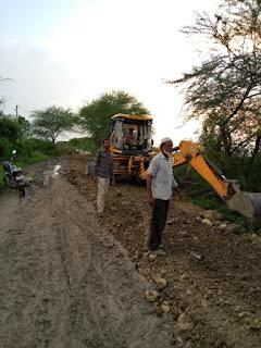 1 लाख 95000 रुपए की किसानों ने सड़क बनवाई