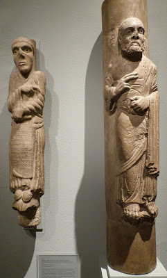 ROMÁNICO EN NUEVA YORK. THE MET. Estatuas columna San Hilario y apóstol