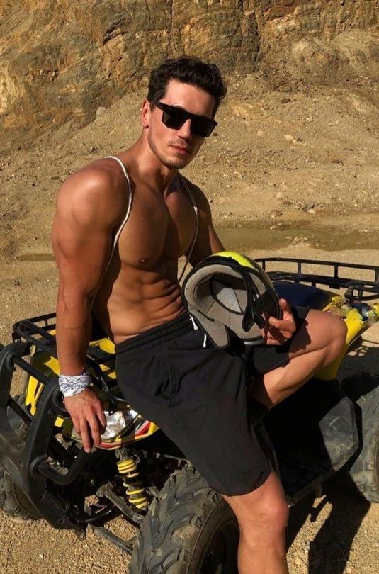 sexy-fit-shirtless-muscle-bro-desert-adventure-black-sunglasses-huge-triceps