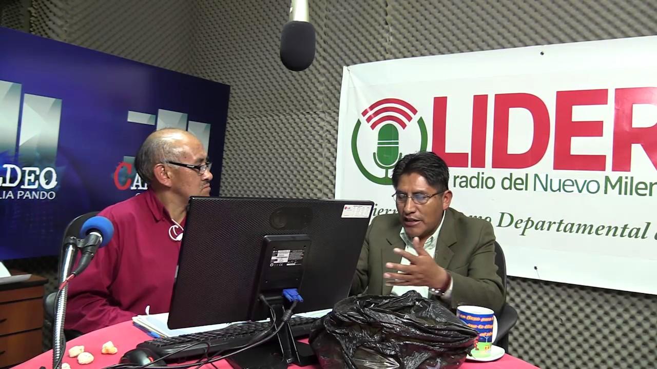 Ramos entrevistando al gobernador paceño Félix Patzi en Radio Líder / GADLP