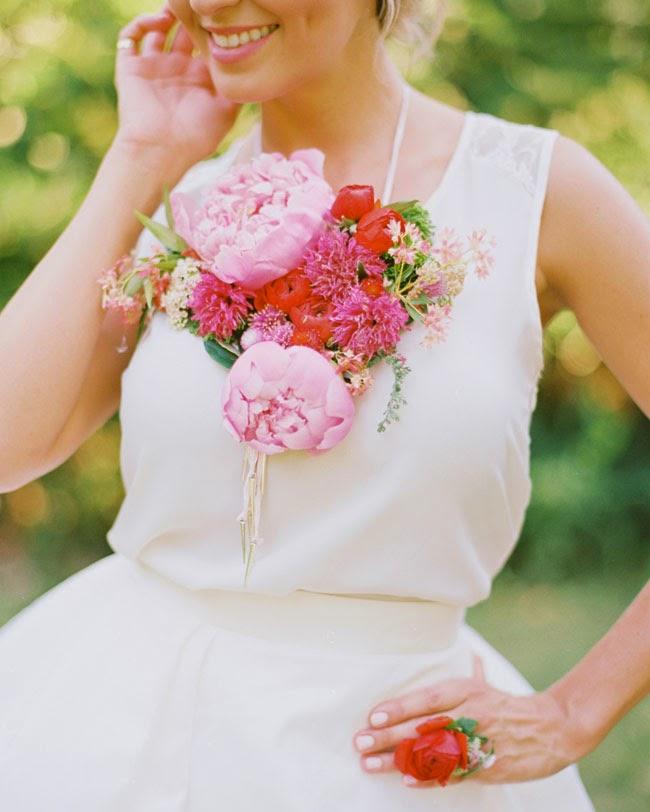 Una forma Diferente de lucir Flores Naturales en Tu Boda.