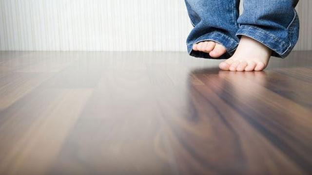 Lantai kayu sifatnya empuk