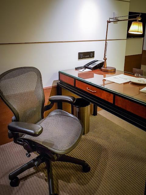 台北晶華酒店精緻套房 Junior Suite &沐蘭SPA Herman Miller椅子
