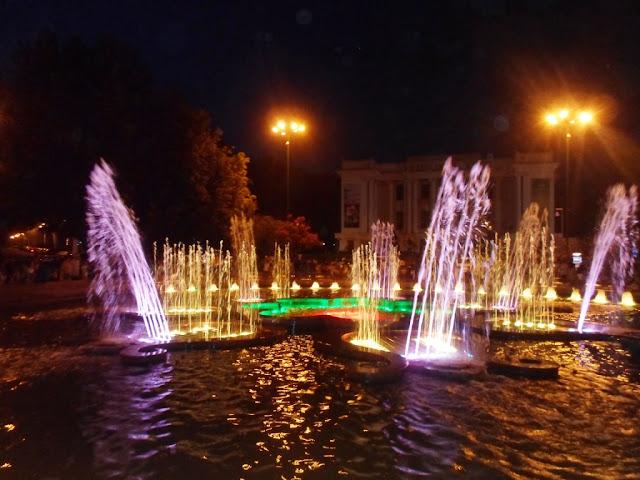 Поющие фонтаны, Душанбе, Таджикистан - фото