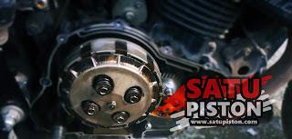 Ciri-Ciri atau Tanda Kampas Kopling Motor Telah Habis dan Minta Diganti
